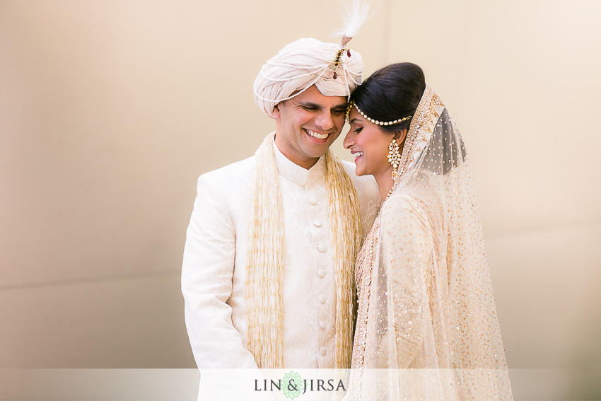 10-walt-disney-concert-hall-indian-wedding-first-look-couple-session-photos