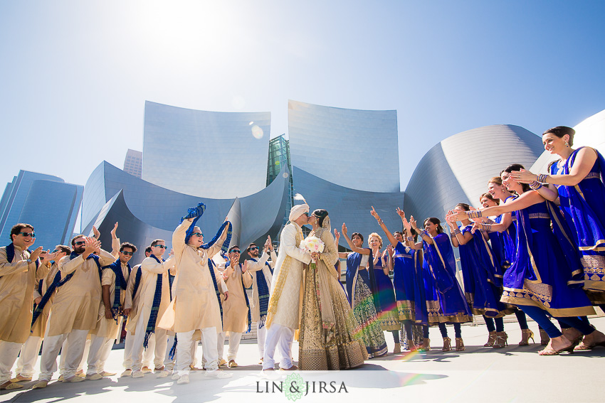 13-walt-disney-concert-hall-indian-wedding-party-photos