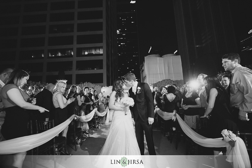 20-oviatt-penthouse-los-angeles-wedding-photographer-wedding-ceremony-photos