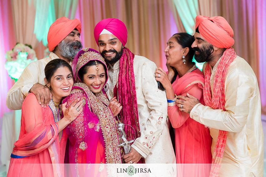22-romantic-indian-wedding-photos