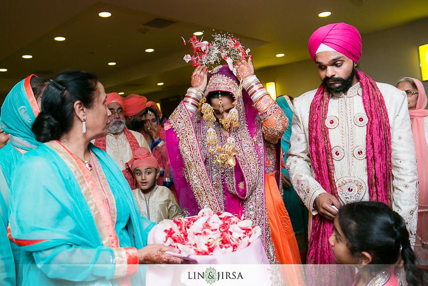 26-romantic-indian-wedding-photos
