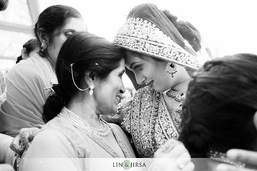 27-romantic-indian-wedding-photos
