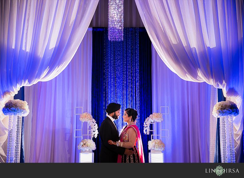 30-romantic-indian-wedding-photos