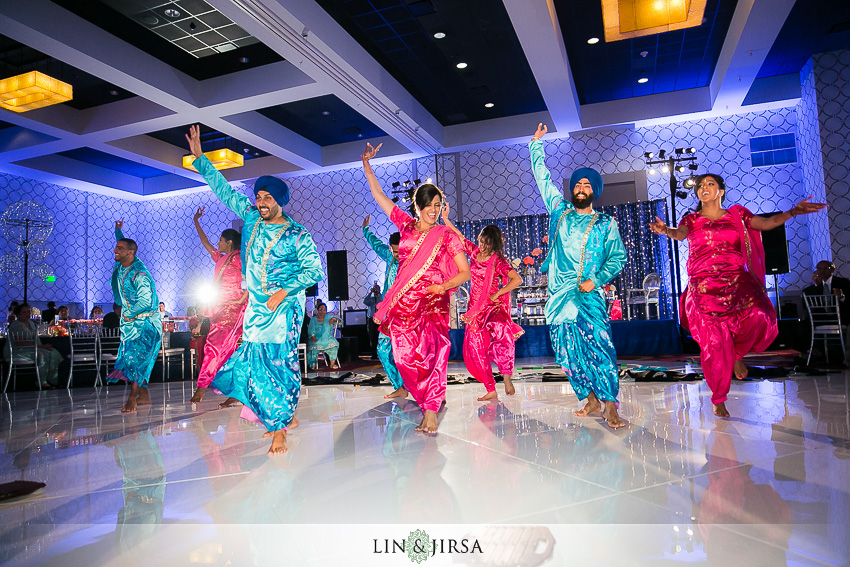 39-fun-los-angeles-indian-wedding-reception-photos