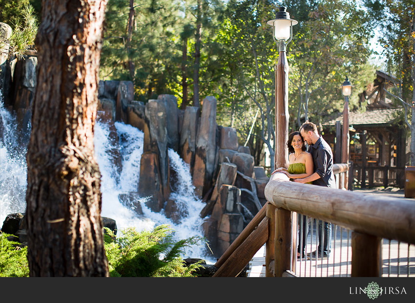 005-happiest-place-on-earth-engagement-photos