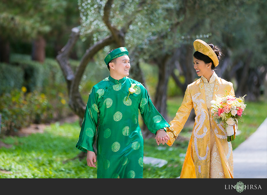 007-turnip-rose-promenade-and-gardens-costa-mesa-wedding-photographer-getting-ready-photos