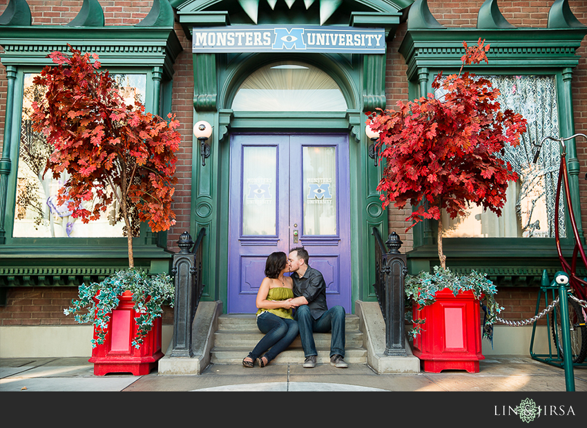 013-happiest-place-on-earth-engagement-photos