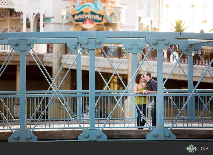 014-happiest-place-on-earth-engagement-photos