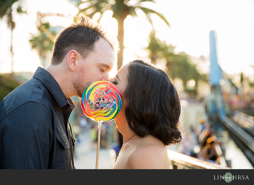 016-happiest-place-on-earth-engagement-photos