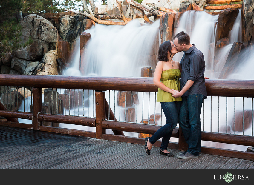 020-happiest-place-on-earth-engagement-photos