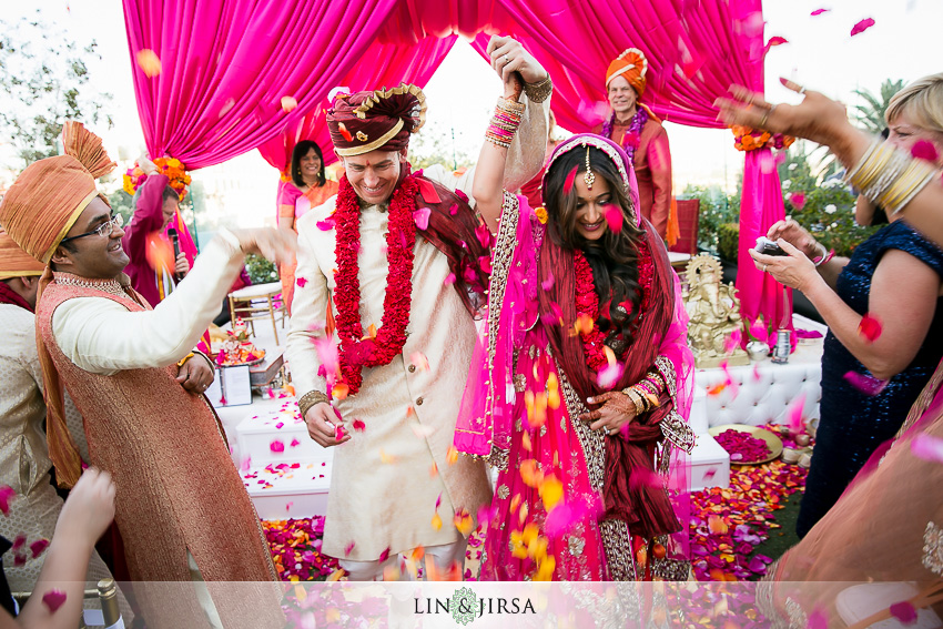 035-the-london-west-hollywood-indian-wedding-photographer-wedding-ceremony-photos