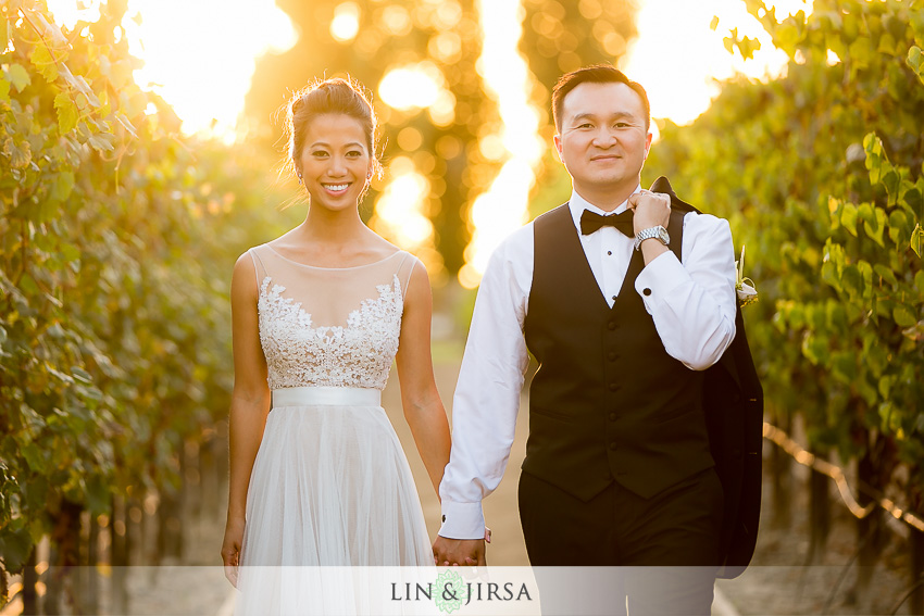 039-turnip-rose-promenade-and-gardens-costa-mesa-wedding-photographer-gorgeous-outdoor-couple-session-photos