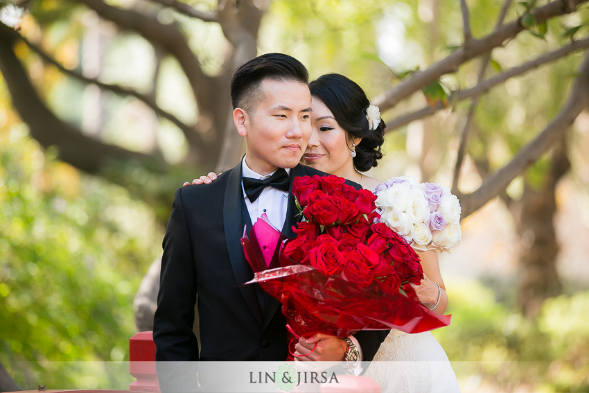 11-private-estate-orange-couty-wedding-photographer-first-look-couple-session-photos