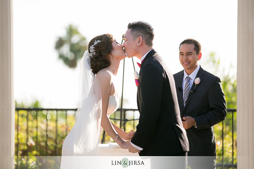 23-newport-beach-marriott-wedding-photographer-wedding-ceremony-photos