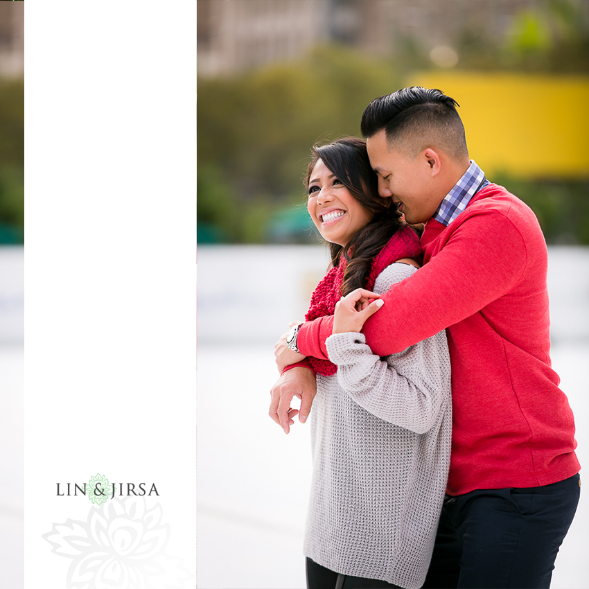 03-fun-romantic-los-angeles-ice-skating-engagement-photos