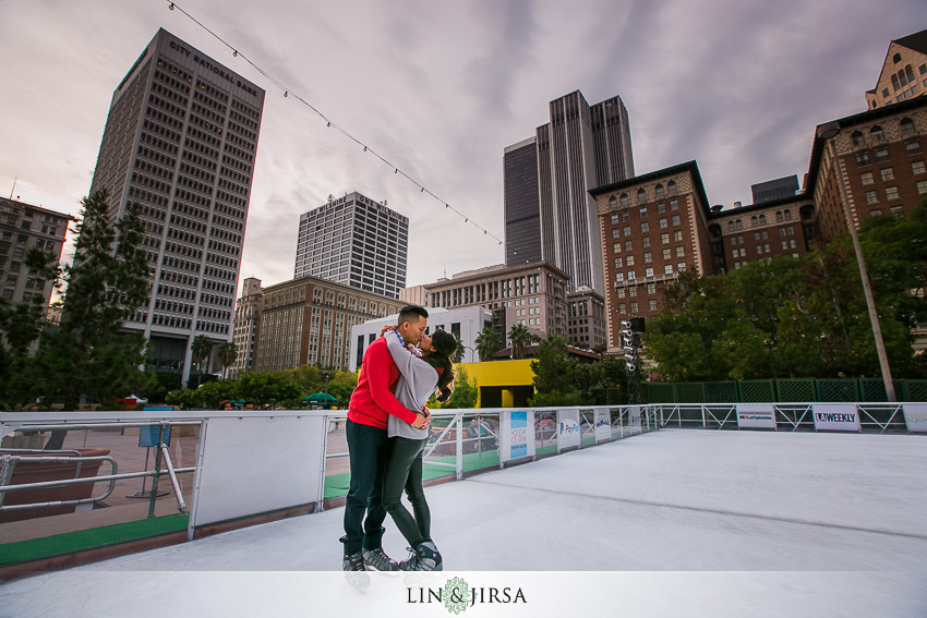 06-fun-romantic-los-angeles-ice-skating-engagement-photos