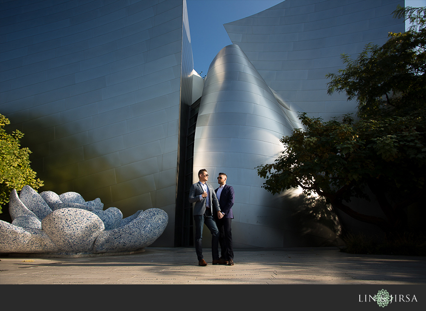 07-gorgeous-walt-disney-concert-hall-engagement-photographer
