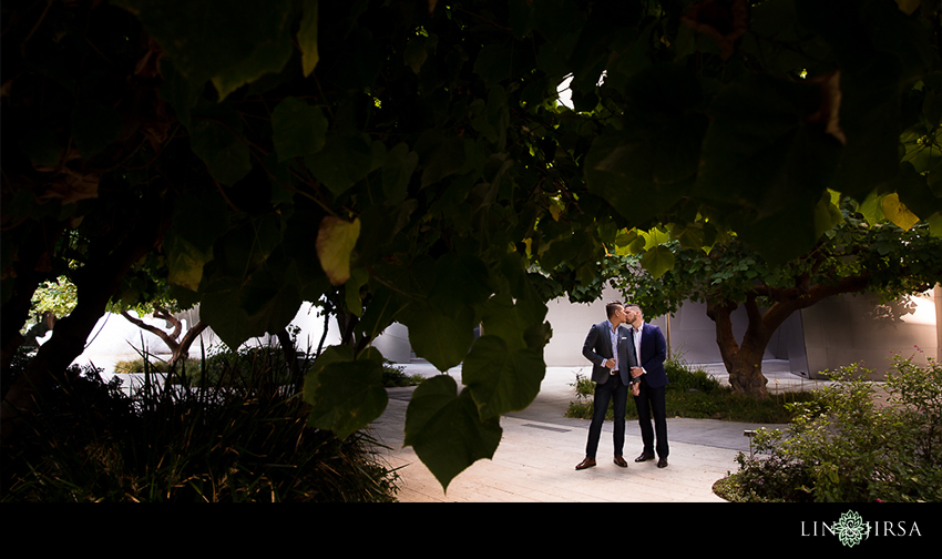 10-gorgeous-walt-disney-concert-hall-engagement-photographer