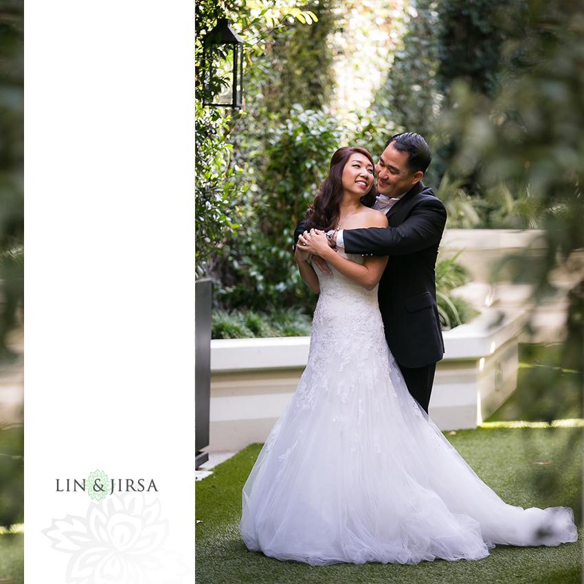 15-st-monica-catholic-church-santa-monica-wedding-photographer-first-look-couple-session-photos