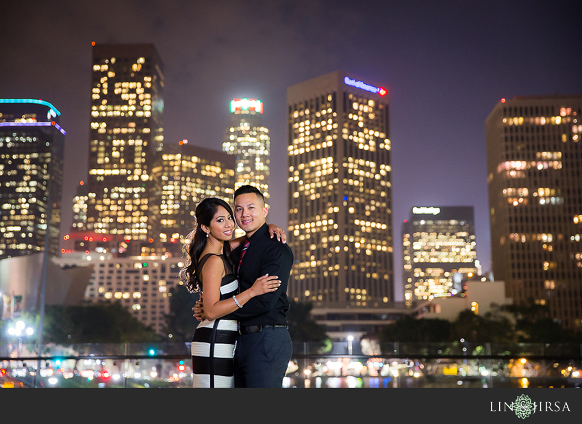 16-fun-romantic-los-angeles-ice-skating-engagement-photos