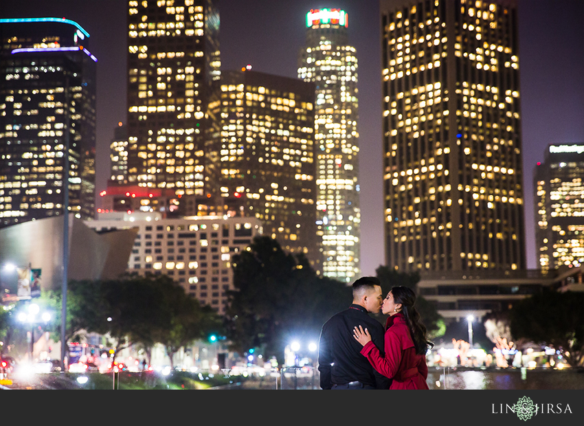 17-fun-romantic-los-angeles-ice-skating-engagement-photos