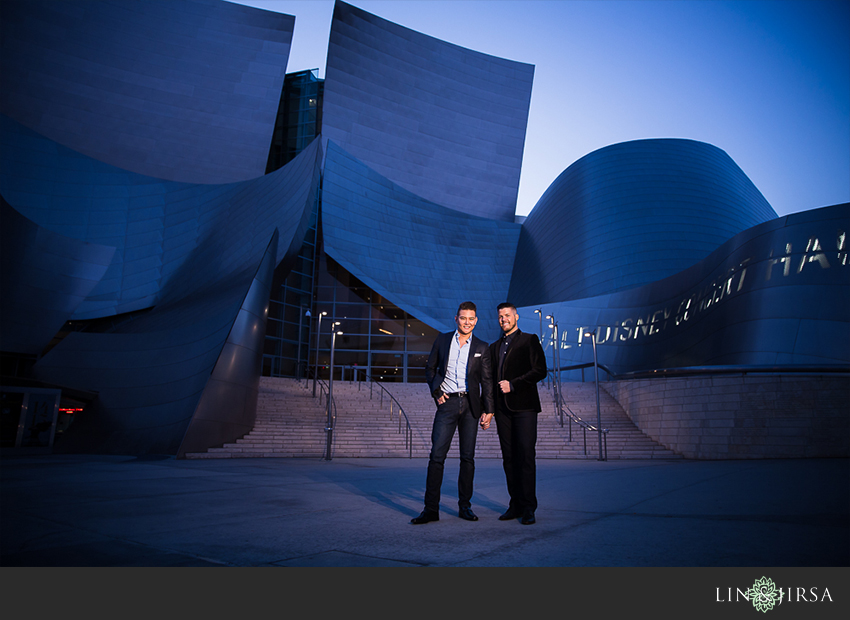 25-gorgeous-walt-disney-concert-hall-engagement-photographer