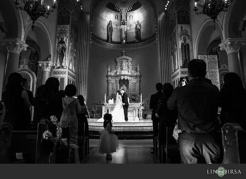 28-st-monica-catholic-church-santa-monica-wedding-photographer-wedding-ceremony-photos