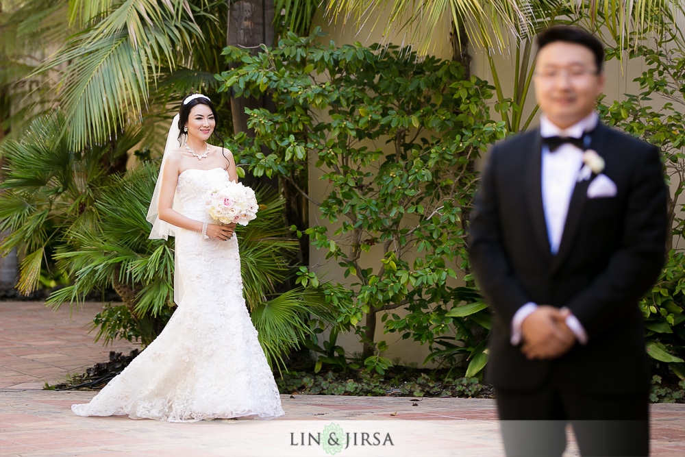 07-the-ritz-carlton-laguna-niguel-wedding-photographer-first-look-wedding-party-photos