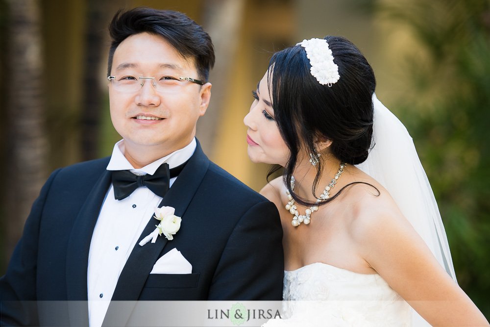 09-the-ritz-carlton-laguna-niguel-wedding-photographer-first-look-wedding-party-photos