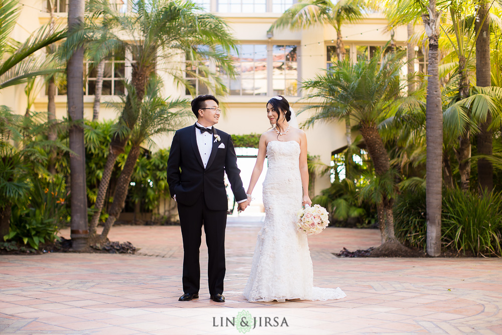 10-the-ritz-carlton-laguna-niguel-wedding-photographer-first-look-wedding-party-photos