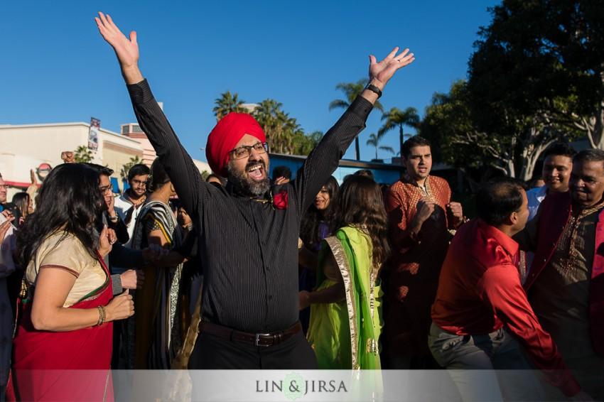 05-hyatt-regency-long-beach-indian-wedding-getting-ready-baraat-photos
