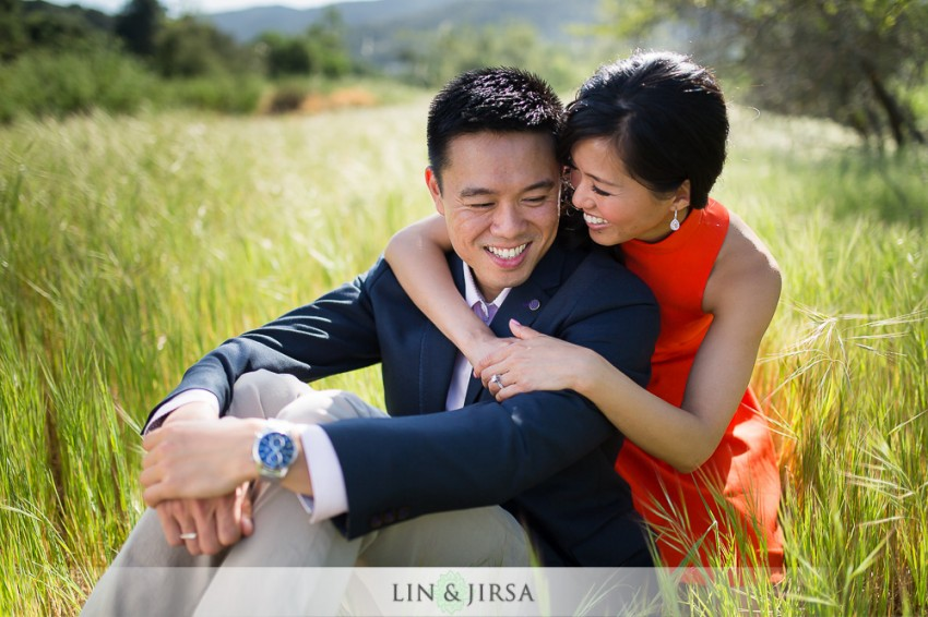 04-gorgeous-orange-county-outdoor-engagement-photos