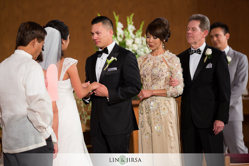 16-the-la-hotel-downtown-wedding-photographer-wedding-ceremony-photos