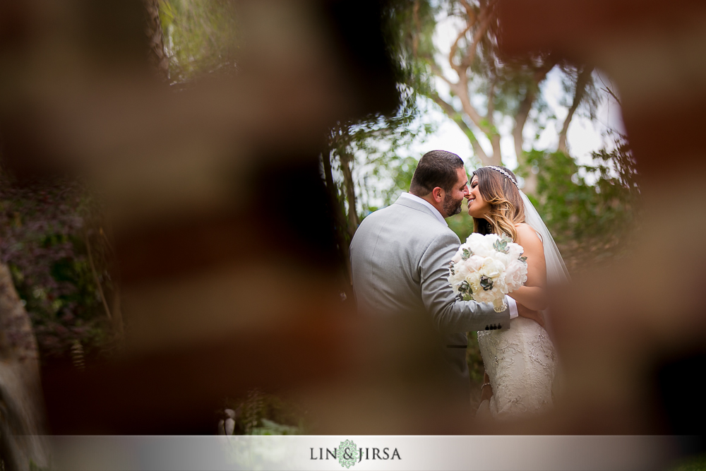 08-hummingbird-nest-ranch-wedding-photographer-first-look-couple-session-photos