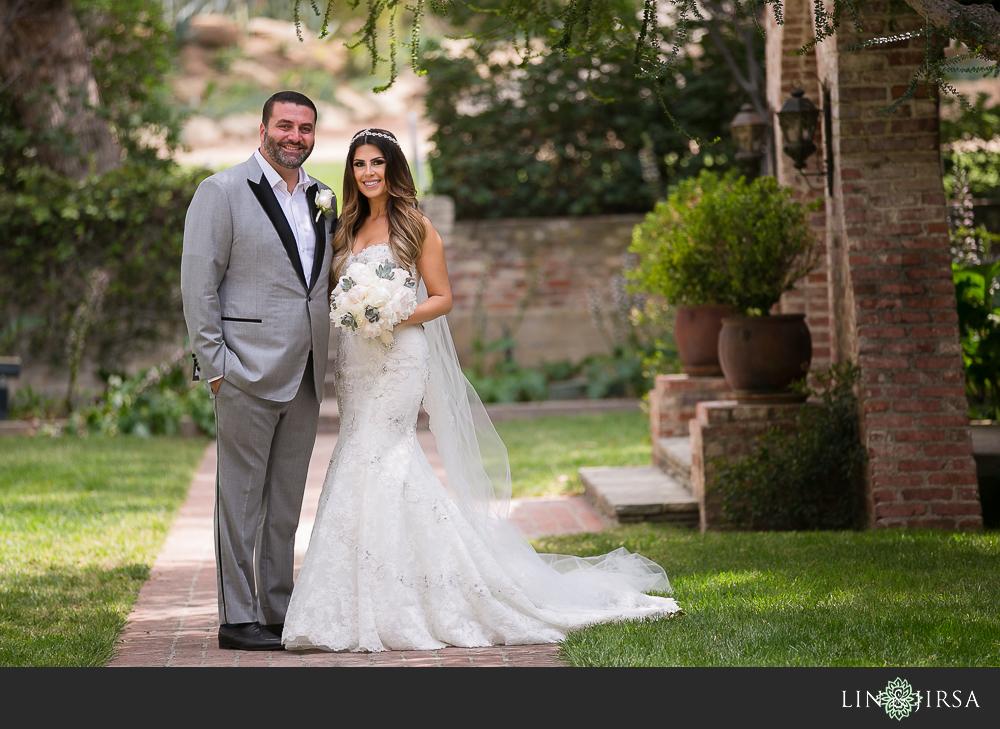 09-hummingbird-nest-ranch-wedding-photographer-first-look-couple-session-photos