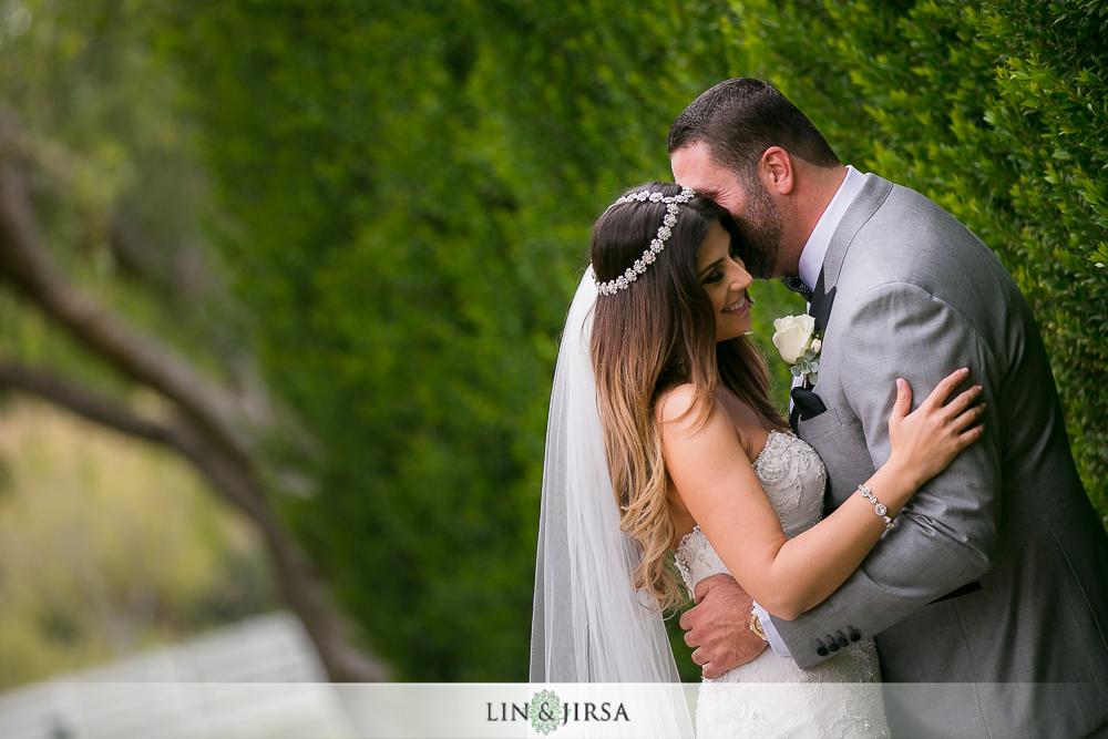 12-hummingbird-nest-ranch-wedding-photographer-first-look-couple-session-photos
