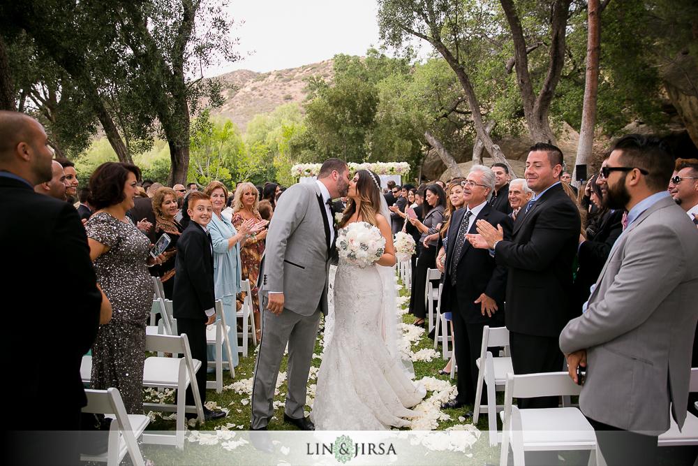 20-hummingbird-nest-ranch-wedding-photographer-first-look-ceremony-photos