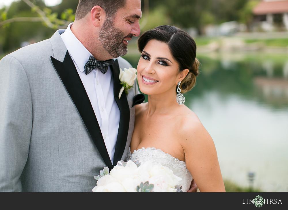 21-hummingbird-nest-ranch-wedding-photographer-first-look-ceremony-photos