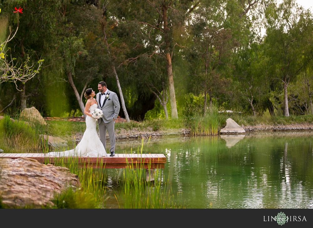 22-hummingbird-nest-ranch-wedding-photographer-first-look-ceremony-photos