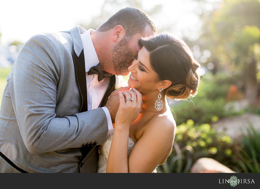 23-hummingbird-nest-ranch-wedding-photographer-first-look-ceremony-photos
