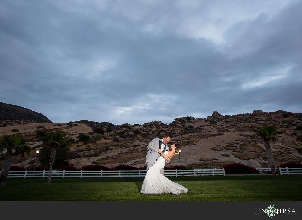 39-hummingbird-nest-ranch-wedding-photographer-reception-photos