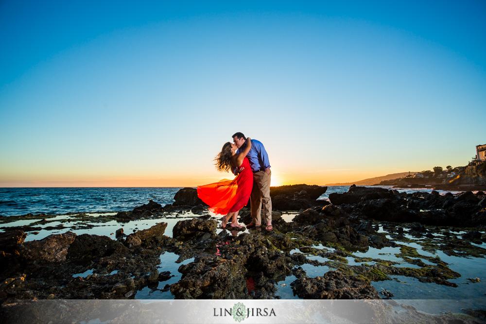 08-laguna-beach-engagement-photography