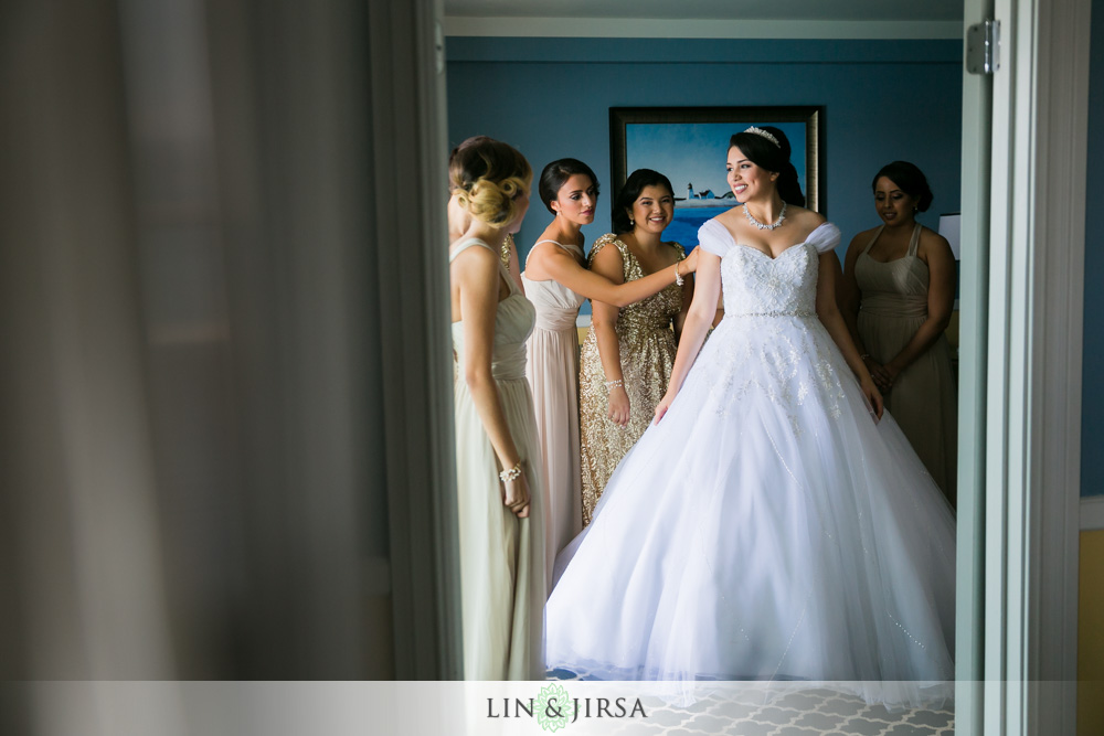 08-portofino-hotel-redondo-beach-wedding-photography-getting-ready-photos