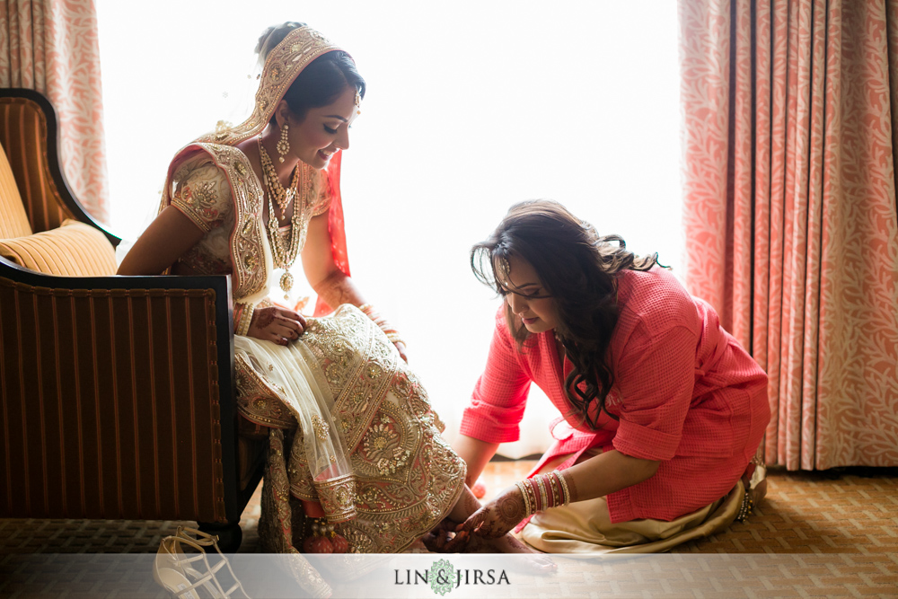 05-laguna-cliffs-marriott-indian-wedding-photographer-getting-ready-photos