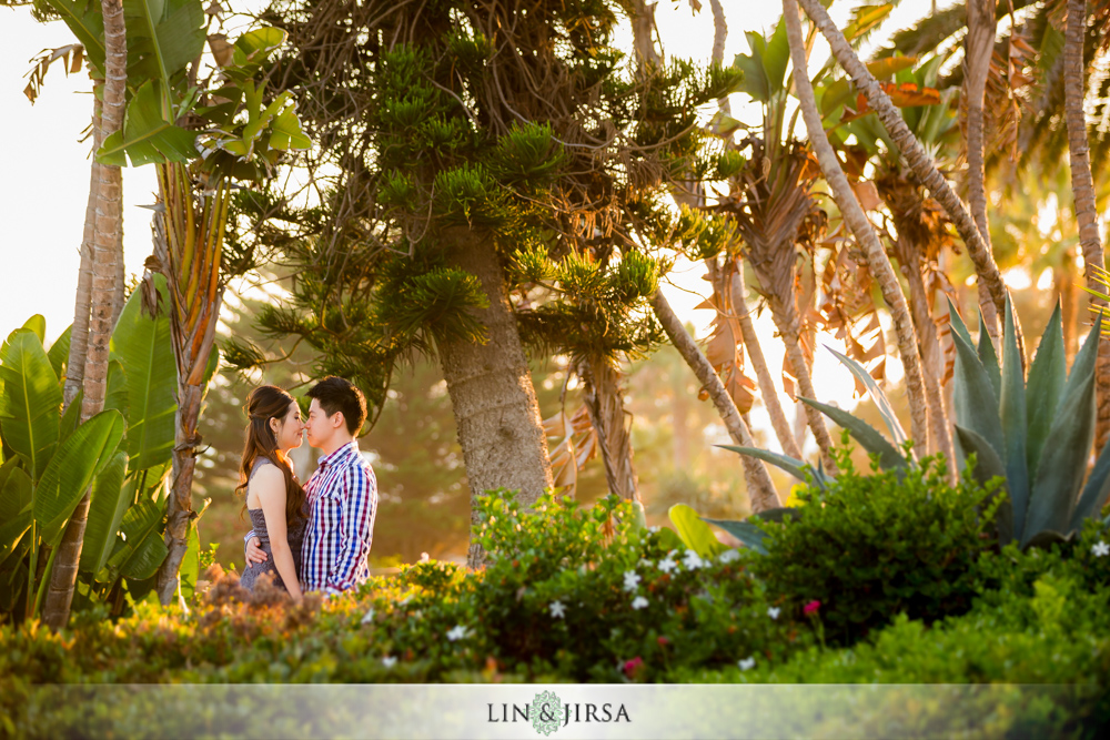 07-heisler-park-engagement-photographer