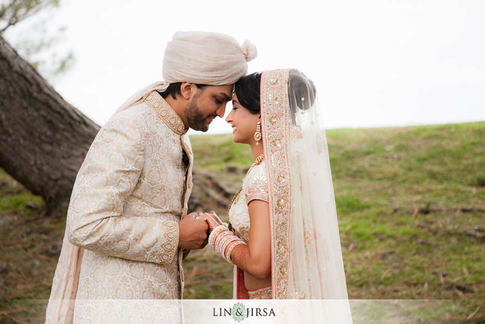 12-laguna-cliffs-marriott-indian-wedding-photographer-first-look-couple-session-photos