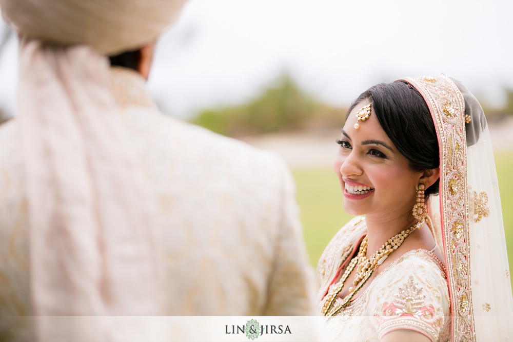 15-laguna-cliffs-marriott-indian-wedding-photographer-first-look-couple-session-photos