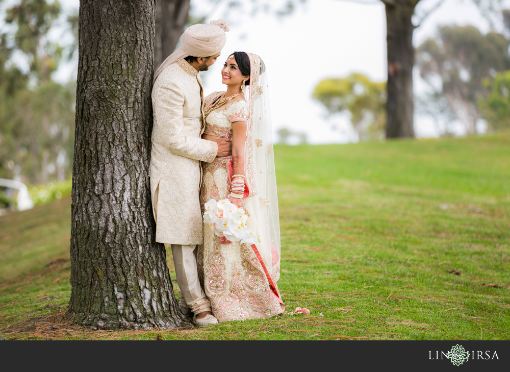 16-laguna-cliffs-marriott-indian-wedding-photographer-first-look-couple-session-photos