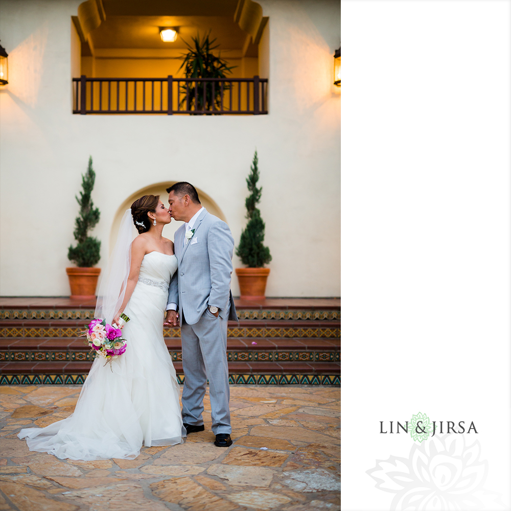31-Estancia-La-Jolla-Hotel-Wedding-Photos
