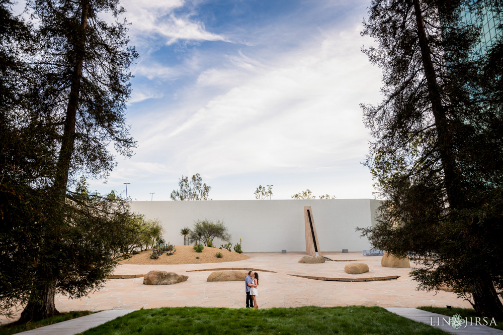 06-noguchi-gardens-orange-county-engagement-photographer